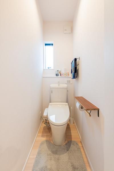 水廻り_12トイレ小さな棚
